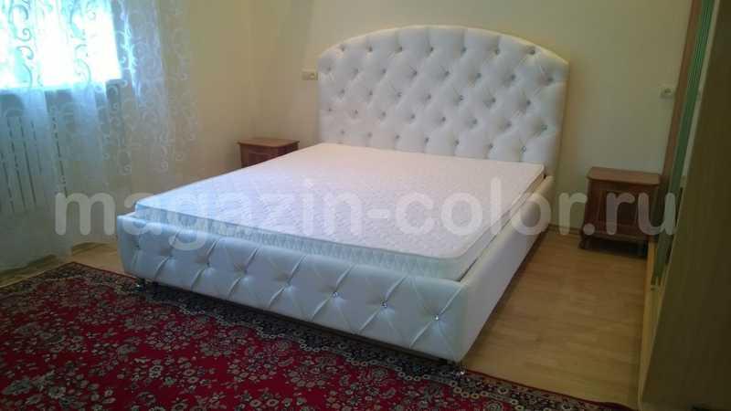 кровати в капитоне и стразами