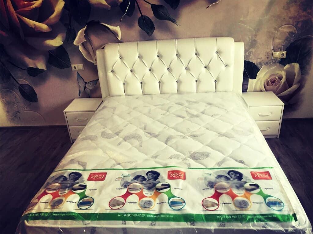 кровати с мягким изголовьем недорого