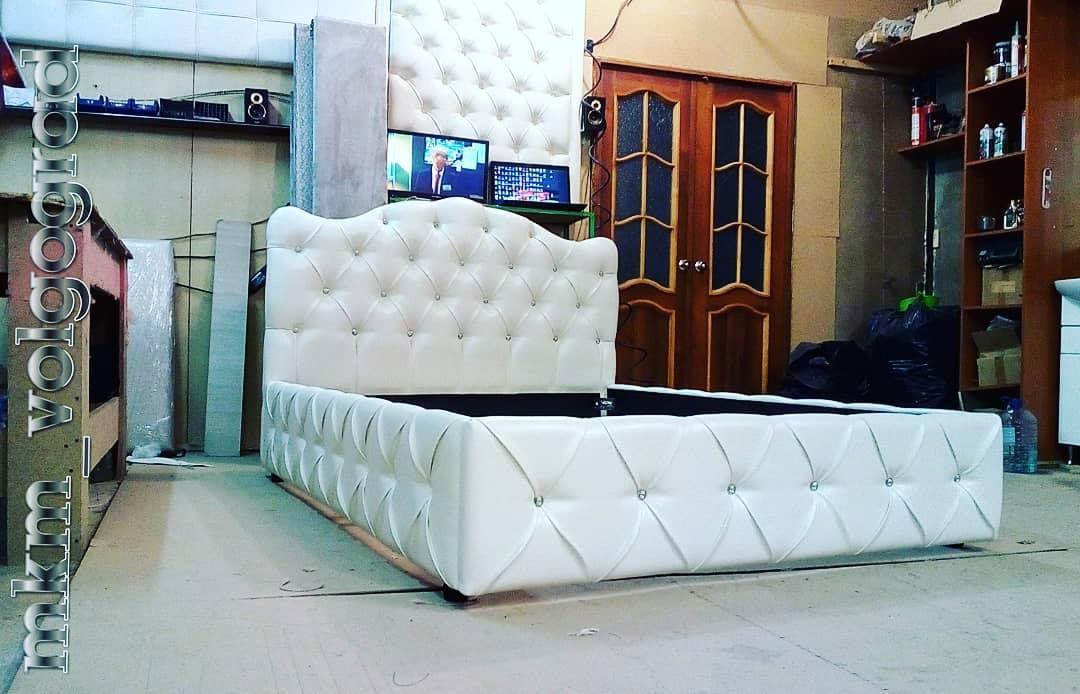 фигурная спинка кровати