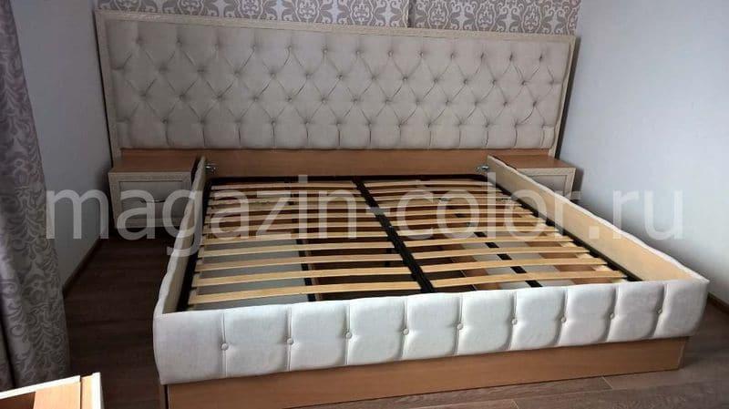 кровать с навесными тумбочками